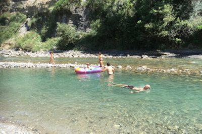 Zwemmen in rio Esera
