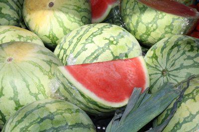 Eten watermeloen